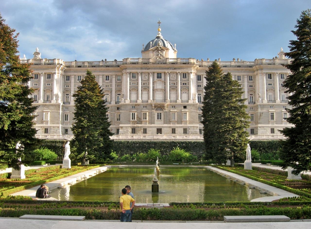 Palacio real madrid living here and there - Montadores de pladur en madrid ...