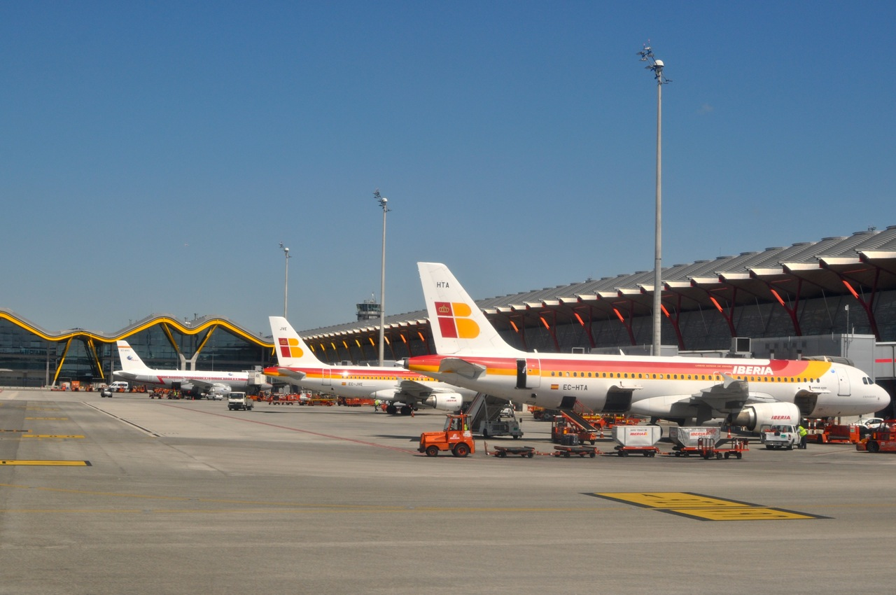 Madrid barajas terminal 4 living here and there - Terminal ejecutiva barajas ...